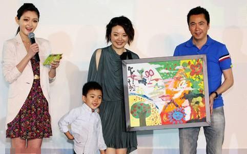王中磊与妻裸婚内幕,老婆家庭背景照片图,王中磊婚礼补办现场视频