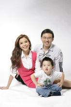 央视主持人朱迅老公儿子近照 朱迅怎么一步步走到今天的年薪多少(3)