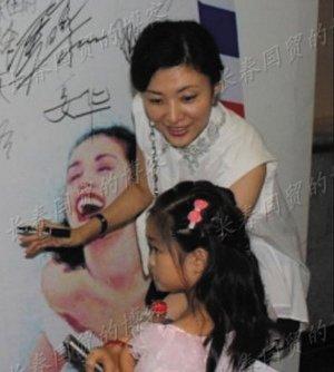 周涛将复出主持春晚, 周涛的丈夫路云简历8岁女儿香香曝光