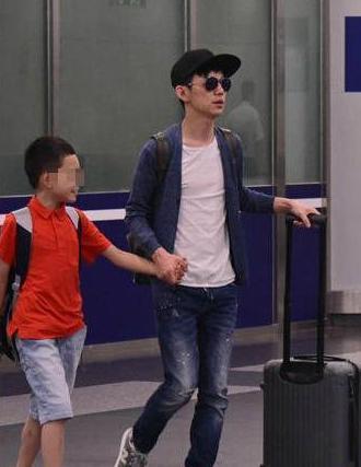 何炅11岁儿子近照曝光老婆照片,何炅为何不敢公开婚姻(2)
