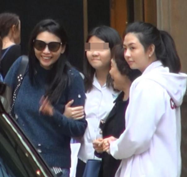 邱淑贞三个女儿真漂亮性感正面照,邱淑贞演过哪些三级哪部露最多