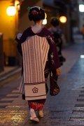 为什么日本女人喜欢穿和服,和服里面要穿什么衣服