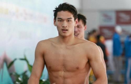 徐嘉余男子100米仰泳卫冕 成孙杨后中国男